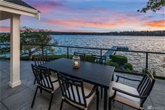 Luxury homes Stunning Carriage style waterfront property