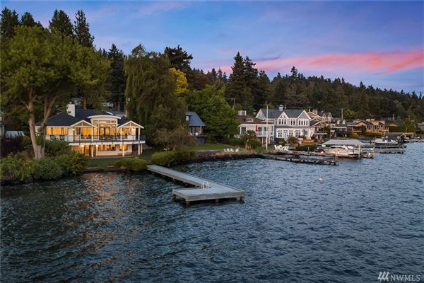 Mansions Stunning Carriage style waterfront property