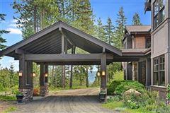 Mansions in Come escape to Elk Ridge Estate