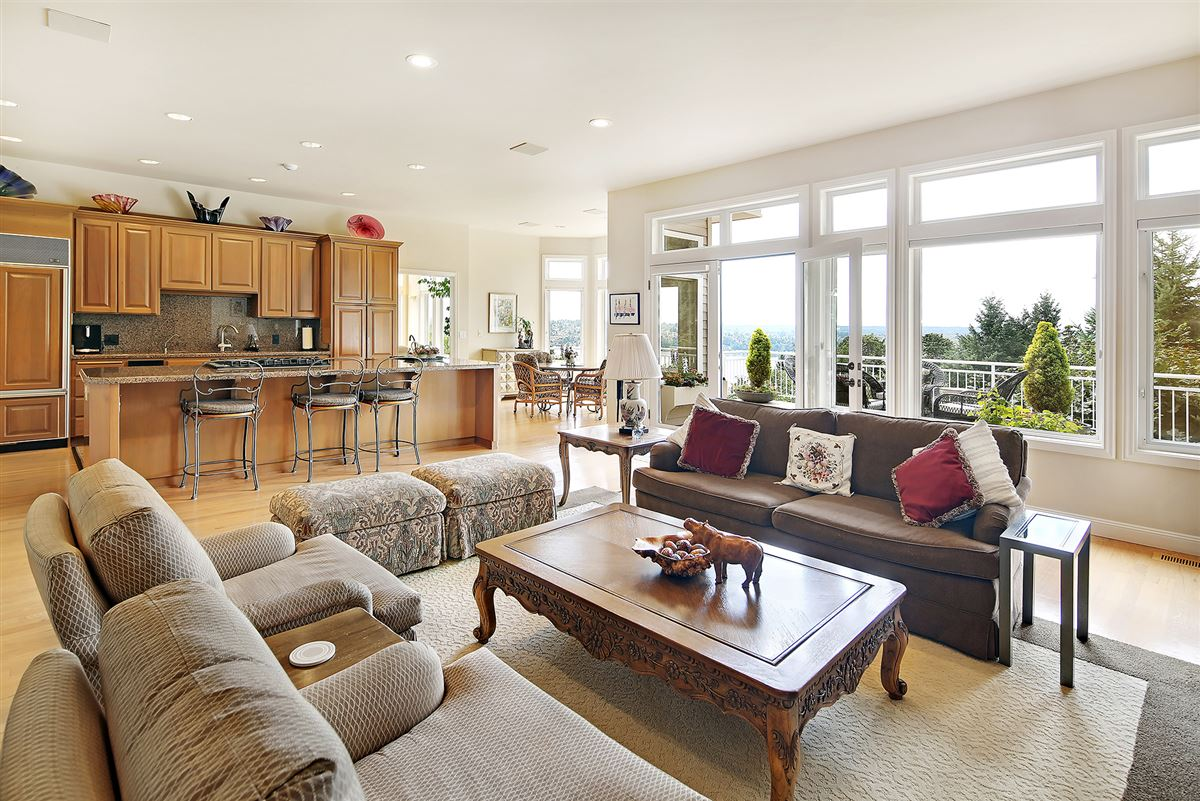 Luxury real estate Panoramic Lake Views on Mercer Island