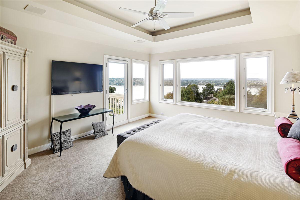 Mansions Panoramic Lake Views on Mercer Island