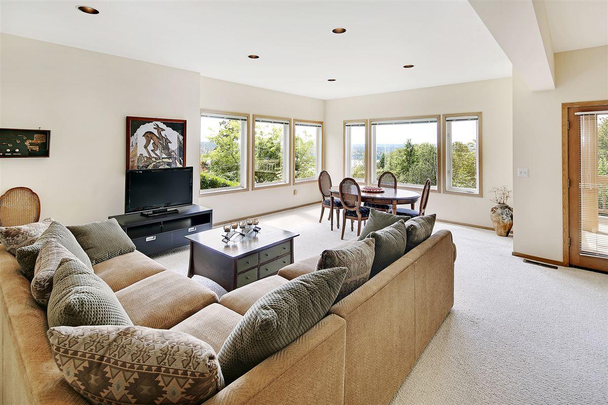 Luxury homes Panoramic Lake Views on Mercer Island
