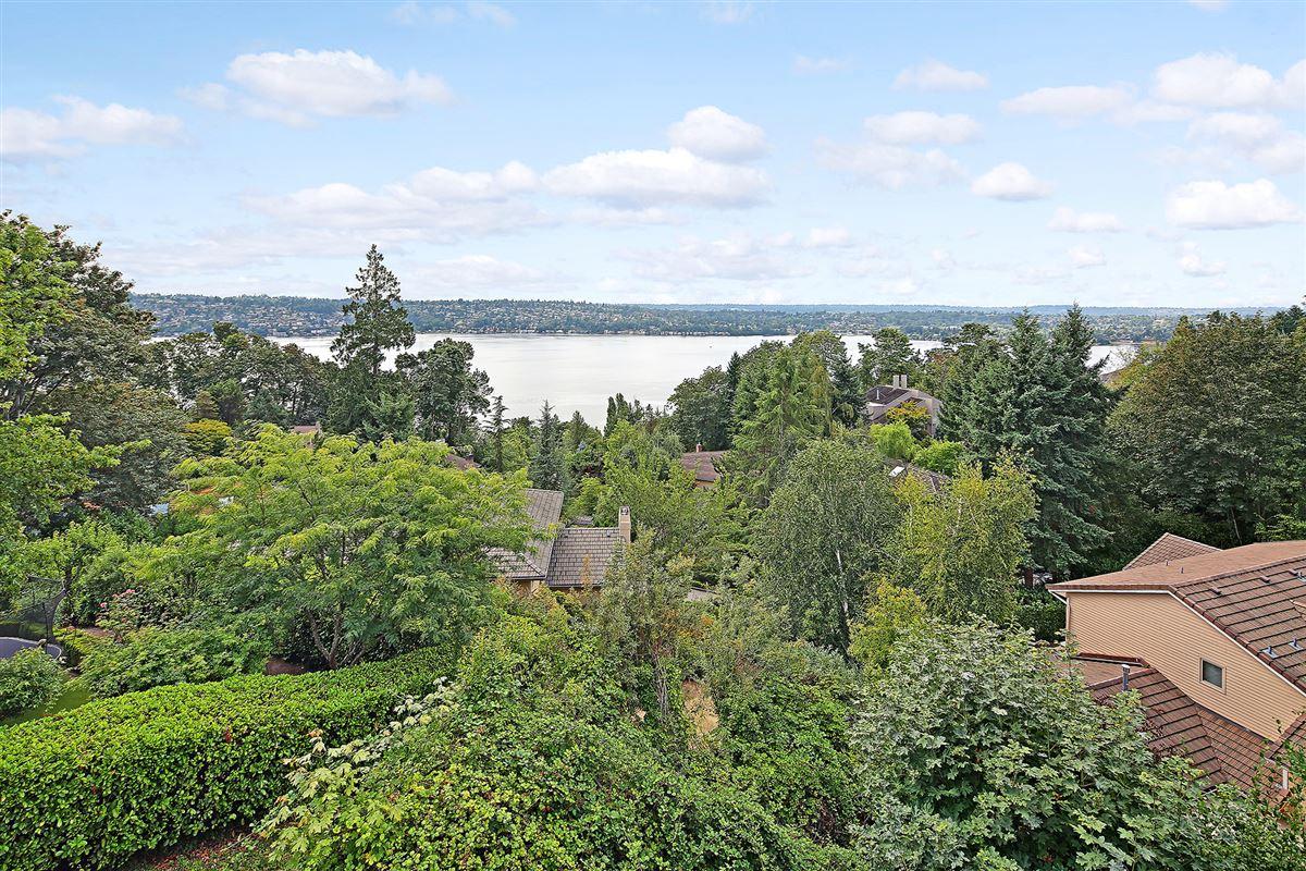 Panoramic Lake Views on Mercer Island mansions