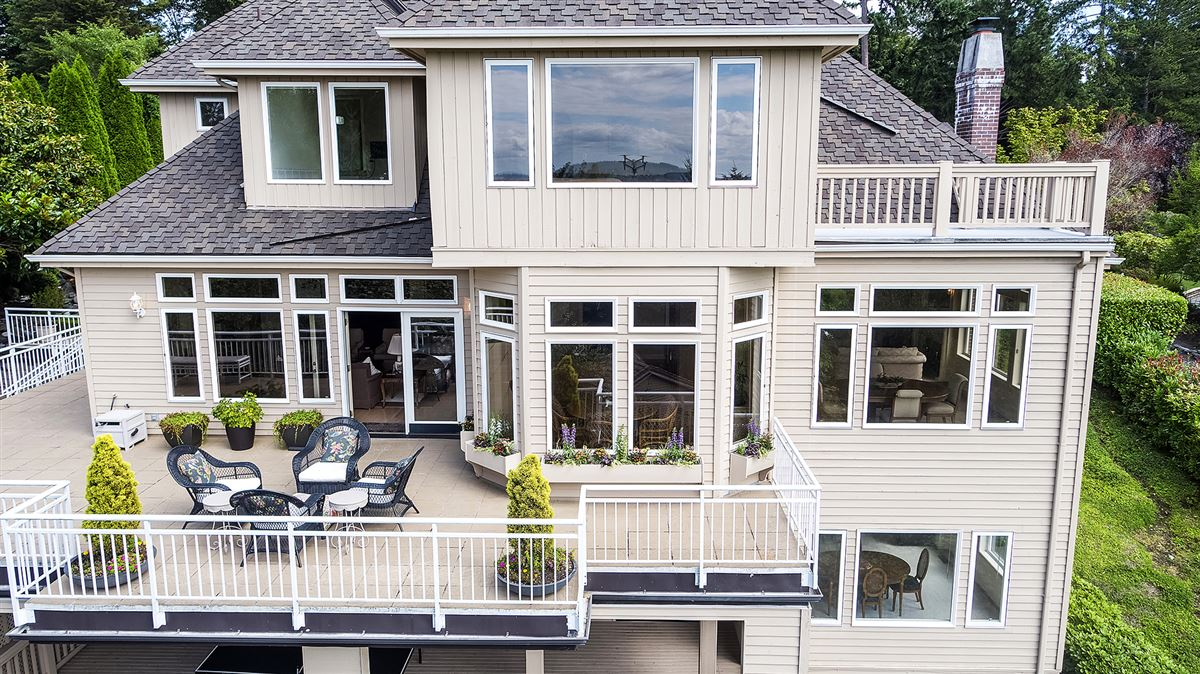 Luxury homes in Panoramic Lake Views on Mercer Island