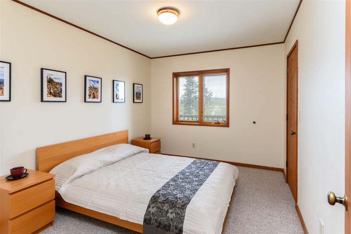 Luxury real estate overlooking Quartermaster Harbor & Mt. Rainer