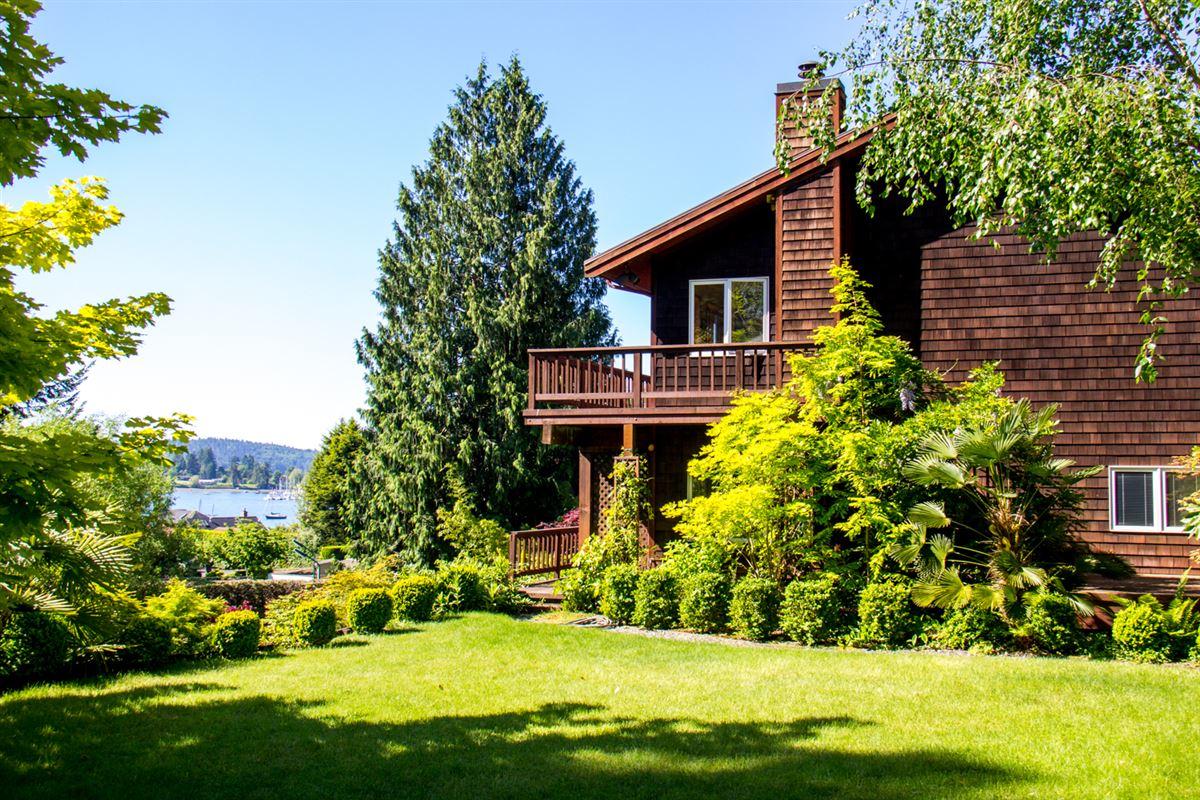 overlooking Quartermaster Harbor & Mt. Rainer luxury homes