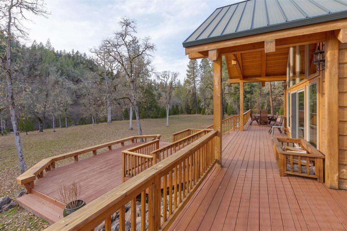 Luxury homes Premier rural home on Big Butte Creek