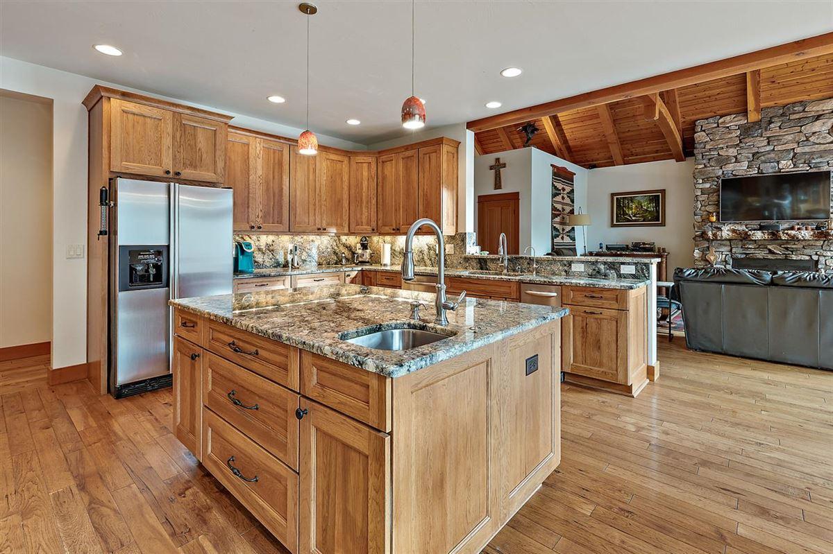 Premier rural home on Big Butte Creek mansions