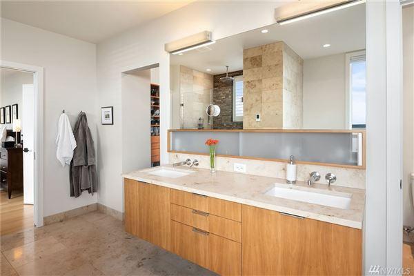 Luxury real estate fantastic indoor/outdoor livability.