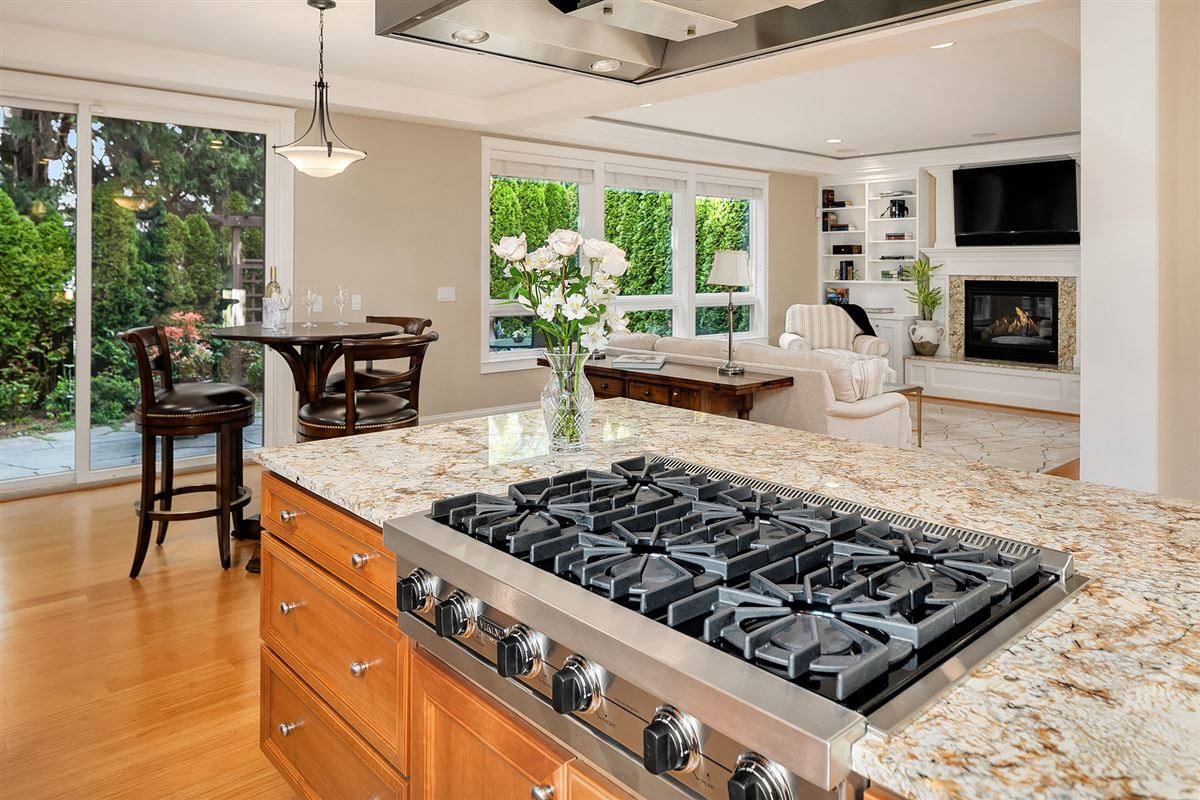 Luxurious Living In Lakeview luxury real estate