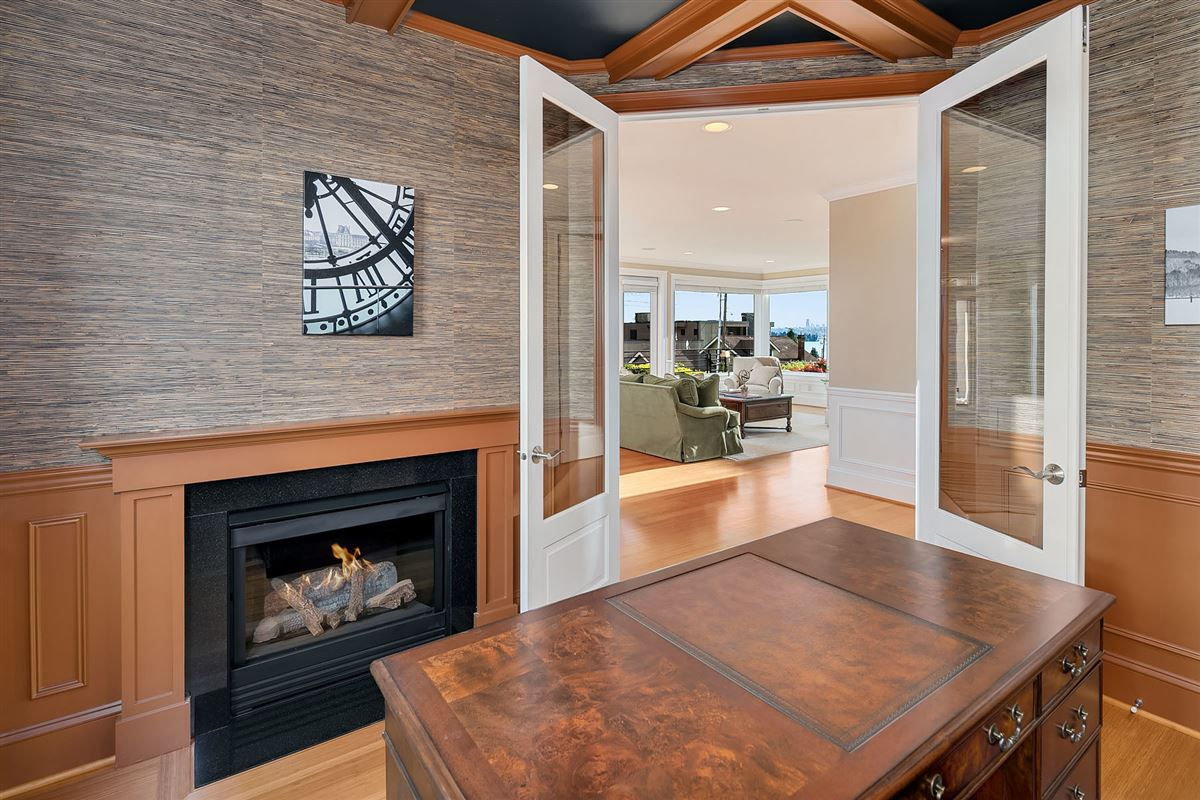 Mansions in Luxurious Living In Lakeview