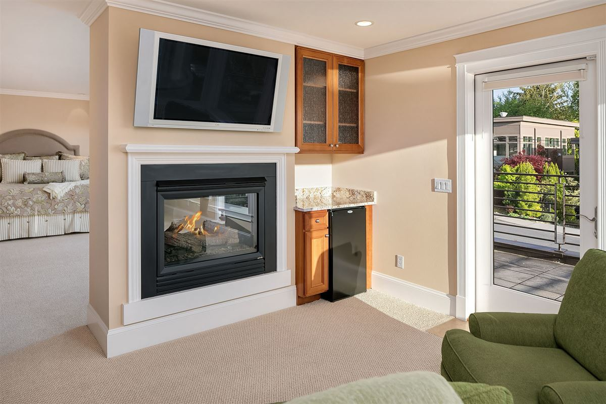 Luxury homes Luxurious Living In Lakeview