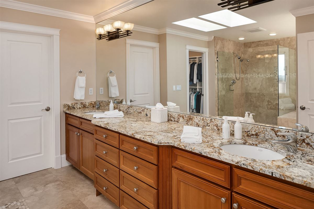 Luxury real estate Luxurious Living In Lakeview