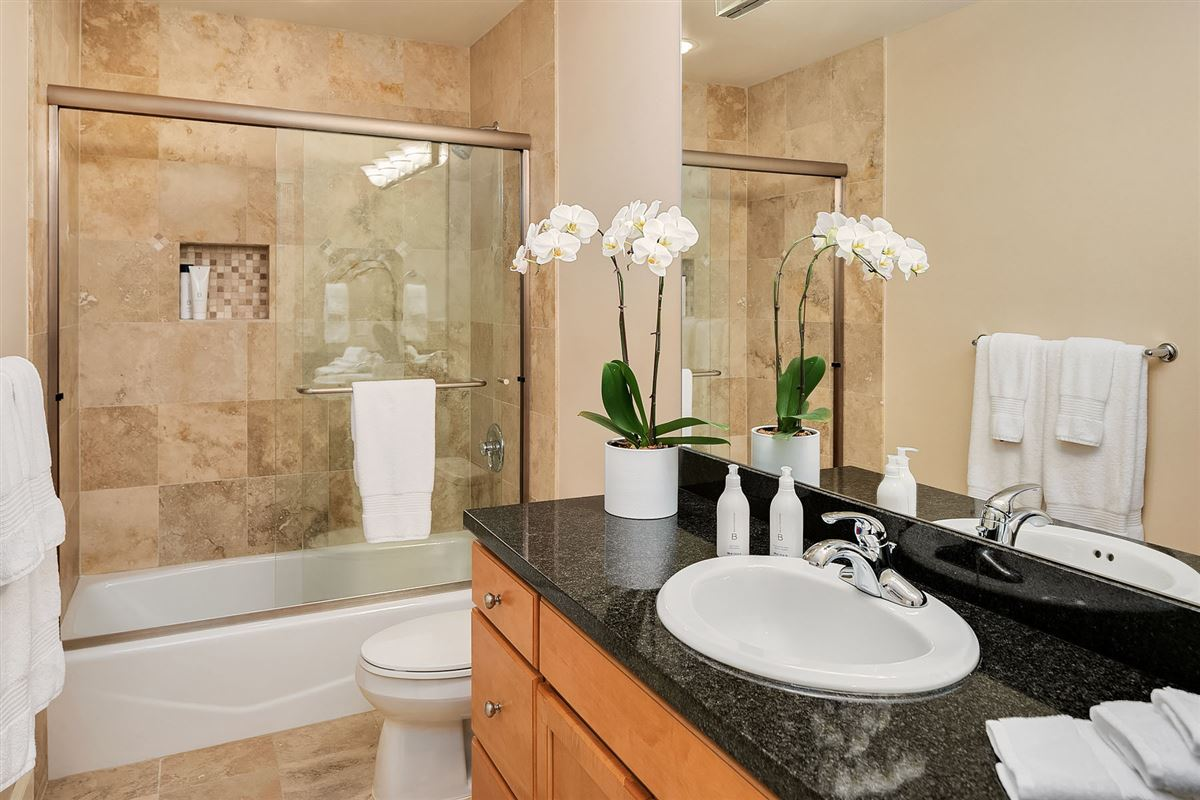 Luxury properties Luxurious Living In Lakeview