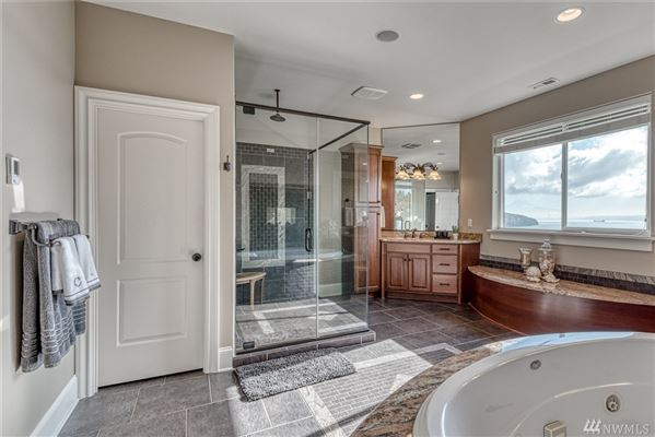 Luxury homes Impeccably maintained and upgraded home