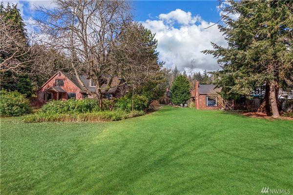 Luxury real estate iconic Lake Haven