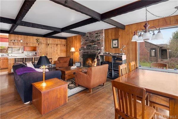iconic Lake Haven luxury properties