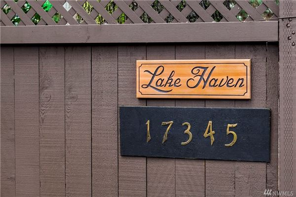 Luxury homes iconic Lake Haven