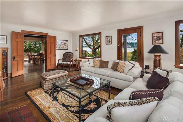 iconic Lake Haven luxury homes