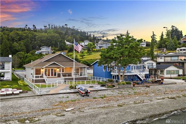 Luxury properties single-level home on desirable beach