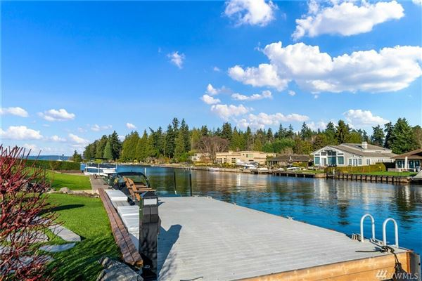 Luxury homes Live the waterfront dream