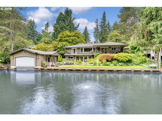 Rare Waterfront Gem With Expansive Lake Outlook Oregon