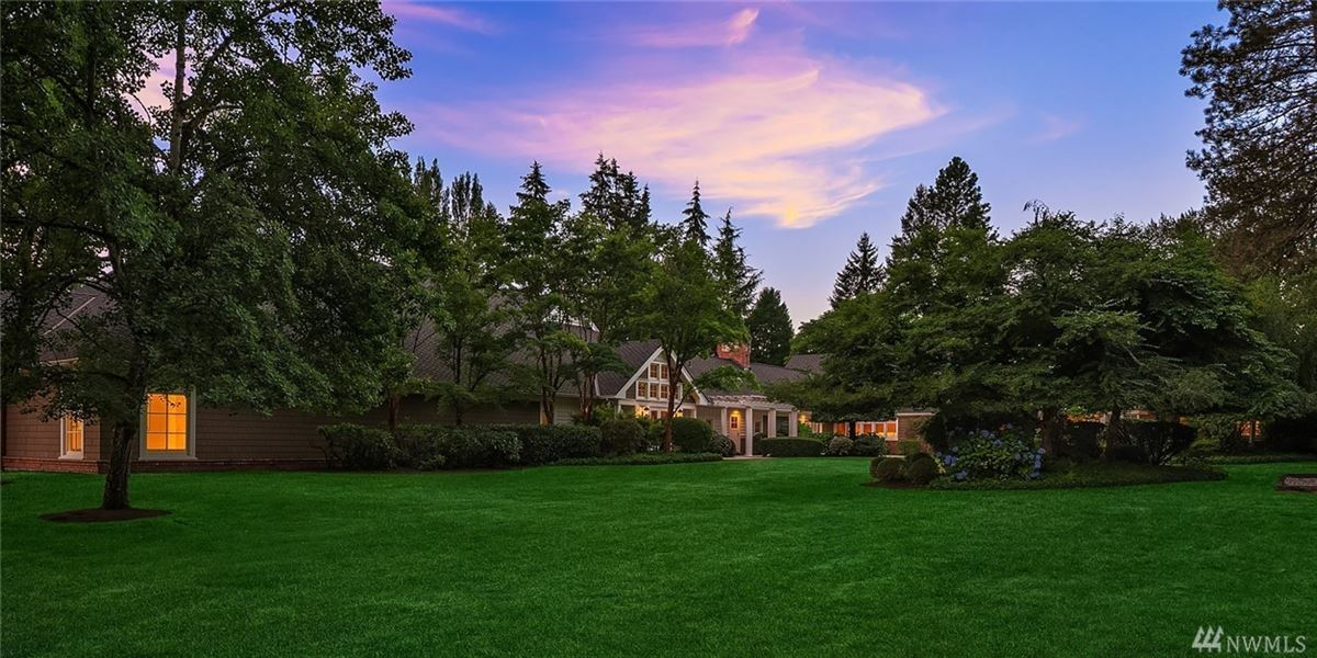 spectacular shy 8-acre level estate  mansions