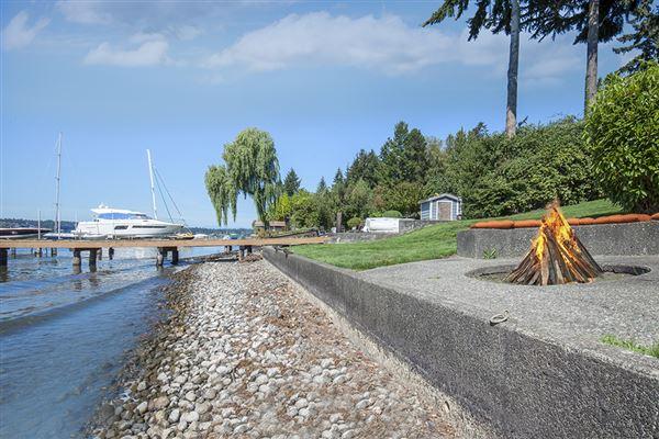 Mansions prime southwest-facing waterfront estate lot