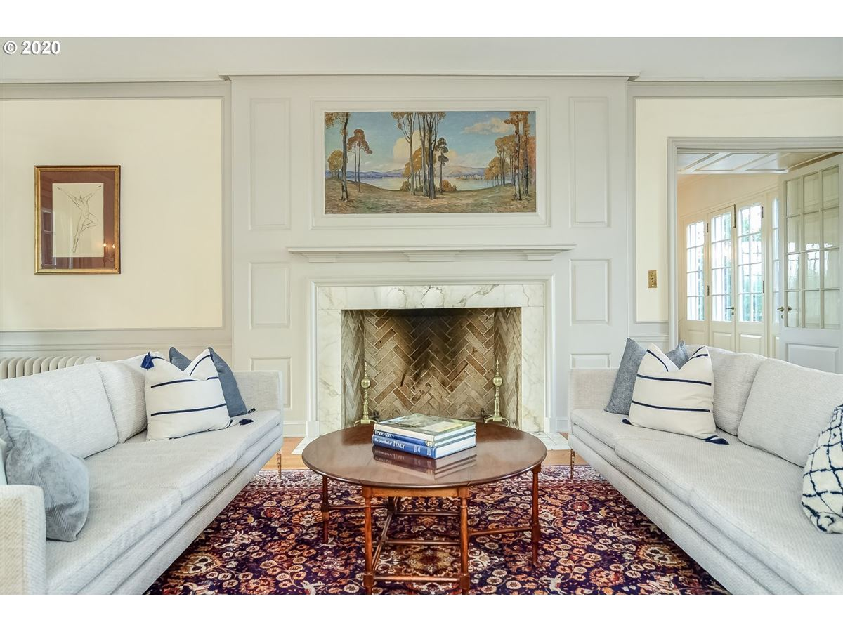 Luxury homes Distinguished Georgian Colonial