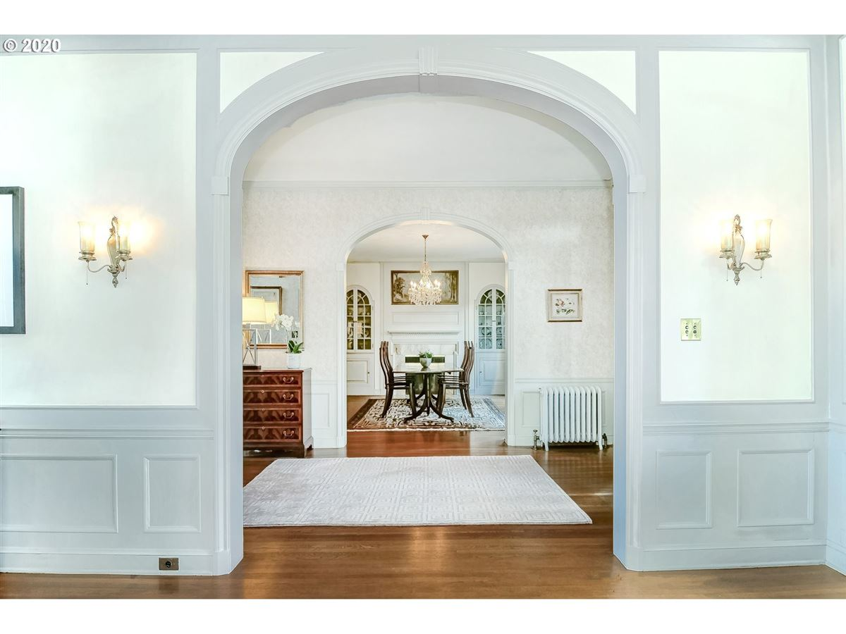 Luxury real estate Distinguished Georgian Colonial