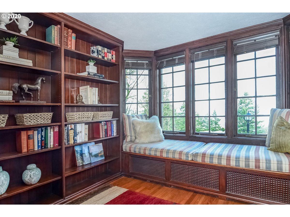 Luxury properties Distinguished Georgian Colonial