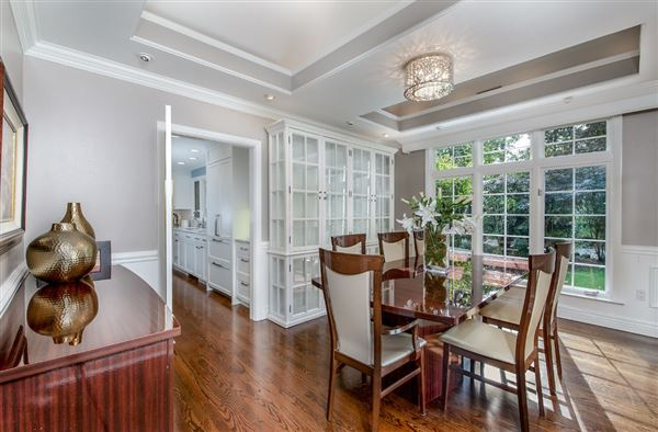 Luxury real estate Luxury Living on Evergreen Lane