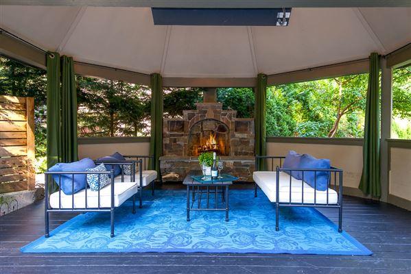 Mansions Luxury Living on Evergreen Lane