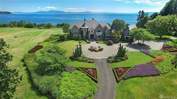 Luxury homes in gracious residence on 23-plus acres