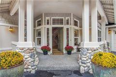 Luxury homes in Deluxe Northwest designer home