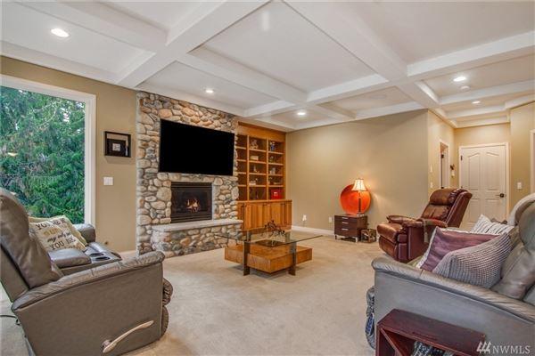 Luxury properties Deluxe Northwest designer home