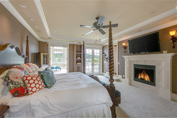 Mansions in everyday oasis on Lake Sammamish