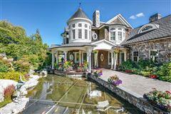 Mansions everyday oasis on Lake Sammamish
