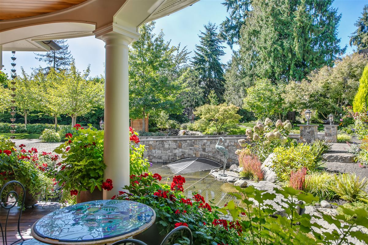 Mansions everyday oasis on Lake Sammamish