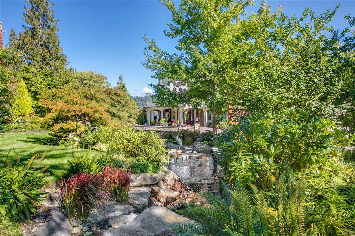 everyday oasis on Lake Sammamish mansions
