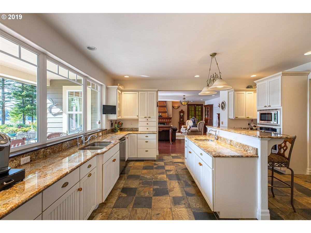 exquisite Hamptons-style Charleston Bay waterfront estate luxury homes