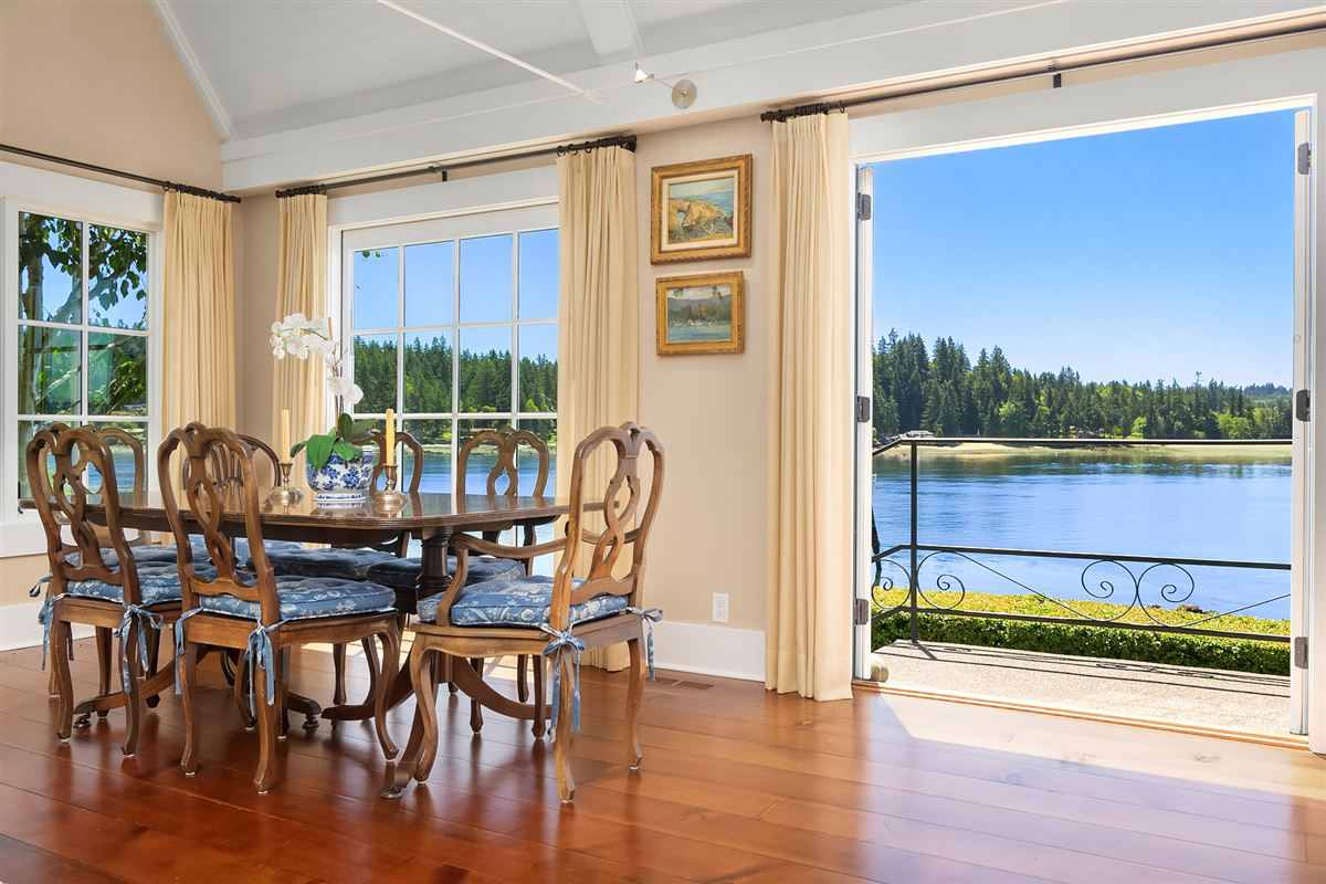 Luxury properties Captivating Cape Cod on 130 feet of low-bank waterfront