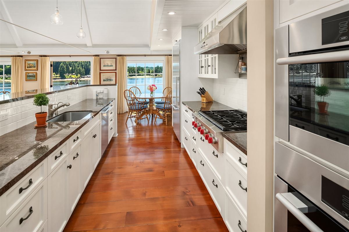 Luxury homes in Captivating Cape Cod on 130 feet of low-bank waterfront