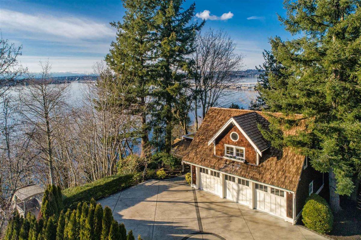 Luxury real estate Vacation year-round on the shores of Lake Washington
