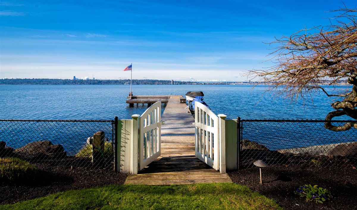 Vacation year-round on the shores of Lake Washington mansions