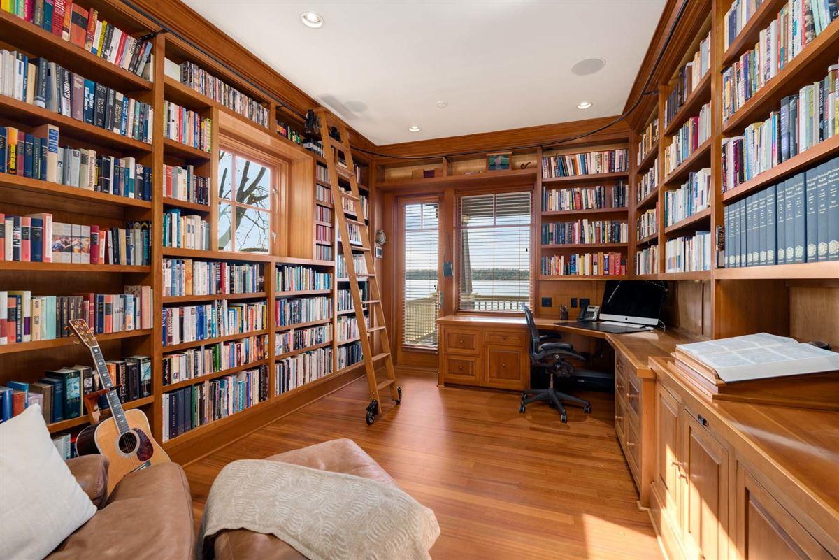 Luxury properties Vacation year-round on the shores of Lake Washington