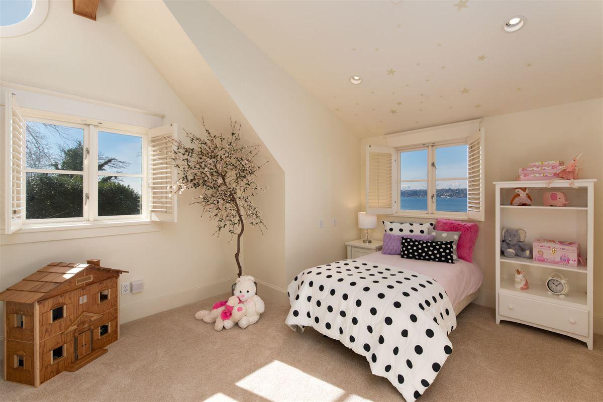 Luxury homes Vacation year-round on the shores of Lake Washington