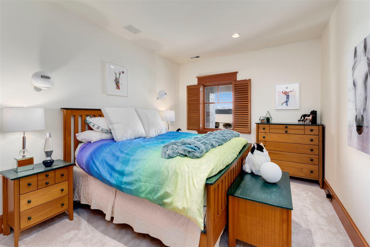 Vacation year-round on the shores of Lake Washington luxury properties