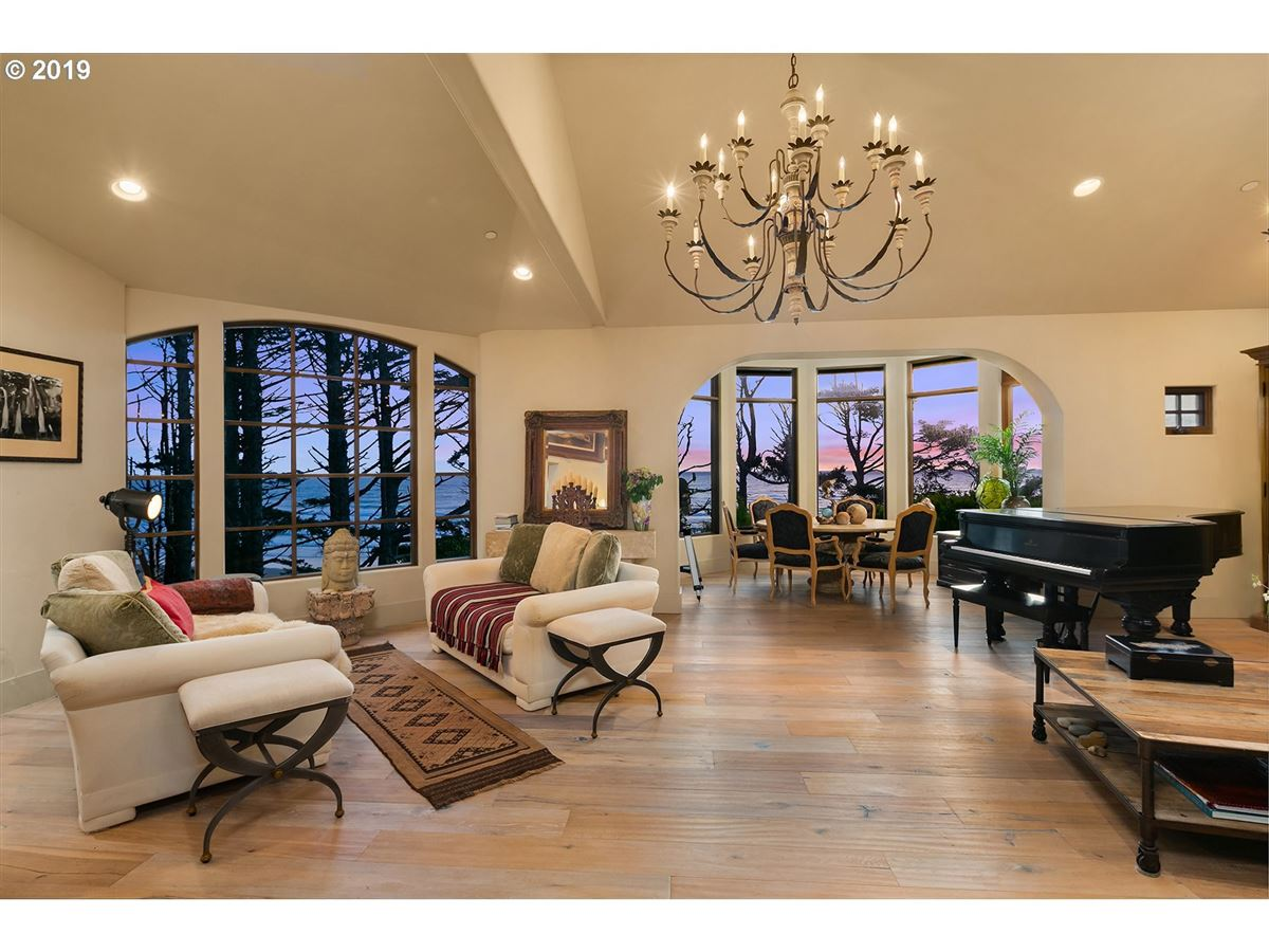 Luxury real estate extraordinary Cannon Beach property