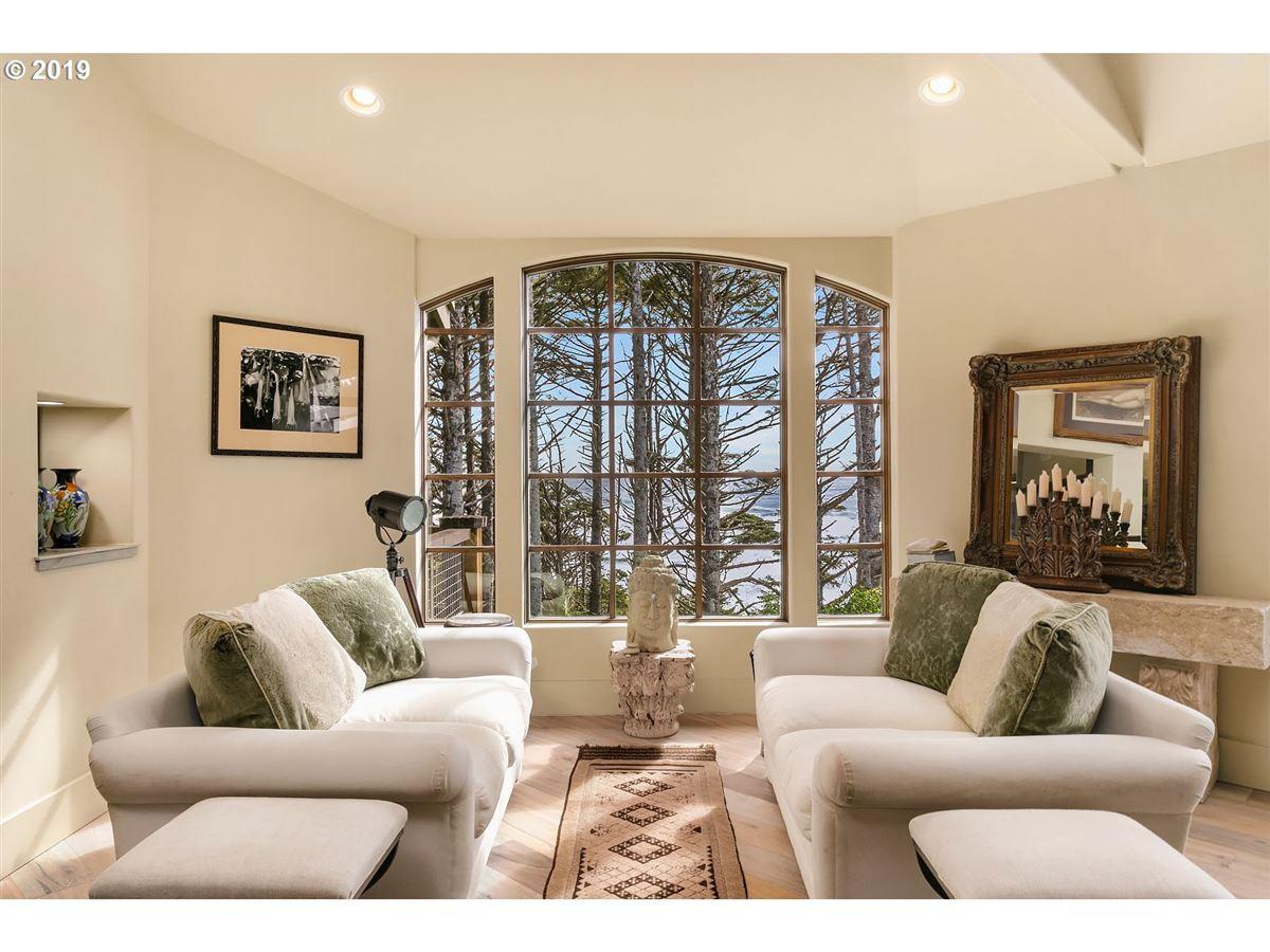 Luxury properties extraordinary Cannon Beach property
